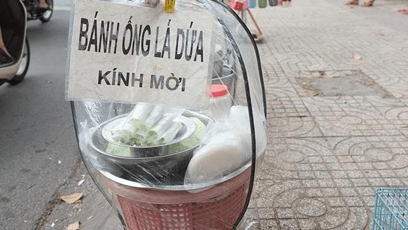 Ẩm thực đường phố - Bánh ống lá dứa