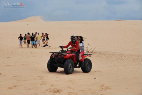 Thuê xe địa hình vi vu trên những đồi cát