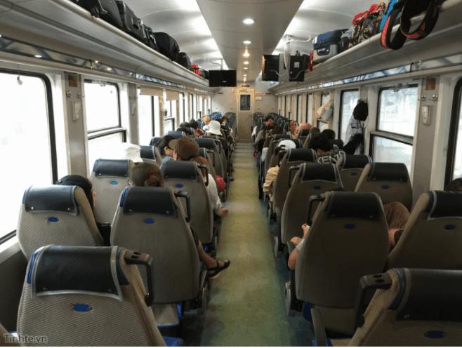 Ghế ngồi mềm, điều hòa của tàu SPT