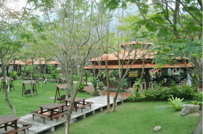 Khuôn viên khu du lịch Tà Cú