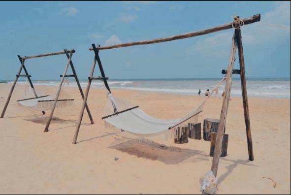 Những chiếc võng trắng để du khách nằm ngắm cảnh