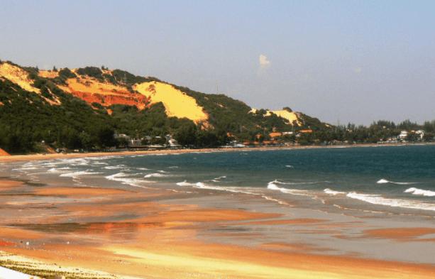 Biển xanh, cát trắng, nắng vàng