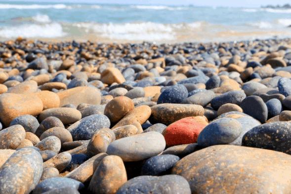 Bãi đá 7 màu lấp lánh dưới nắng
