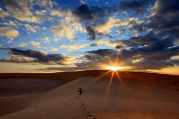Hoàng hôn ở đồi cát
