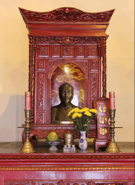 Bàn thờ Lê Quý Đôn tại văn miếu