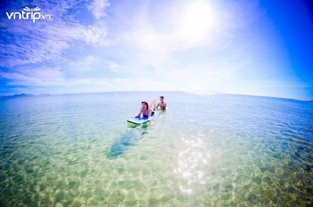 Du khách nô đùa thỏa thích tại biển An Bàng (Ảnh: Sưu tầm)