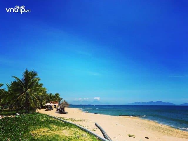 Biển Cửa Đại với triền cát trắng mịn trải dài (Ảnh: @pinkie.bi)