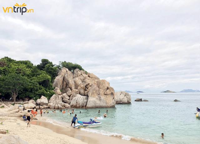 Vùng biển tuyệt đẹp ở Bình Hưng (Ảnh: @thaingthaomy)