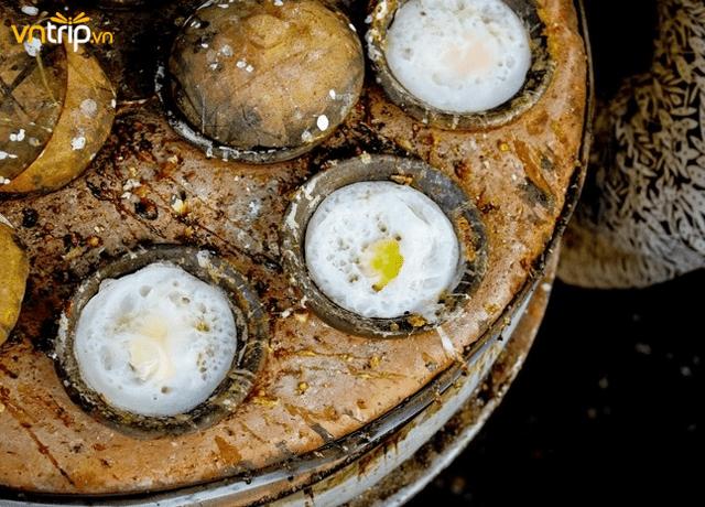 Bánh căn món ăn phổ biển mà bạn không thể bỏ qua khi du lịch Nha Trang (Ảnh: Sưu tầm)