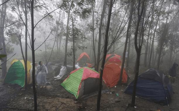 Cắm trại trên núi Chứa Chan