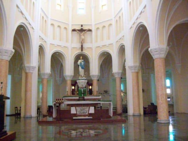 Bên trong nhà thờ (Ảnh ST)