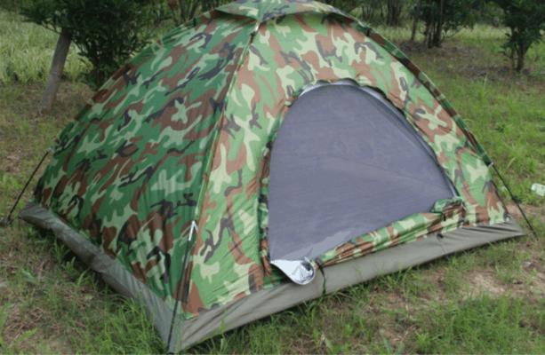 Chuẩn bị lều cắm trại trên núi Chứa Chan