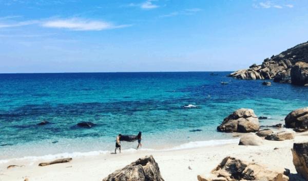 Tắm biển Bình Ba (Ảnh ST)
