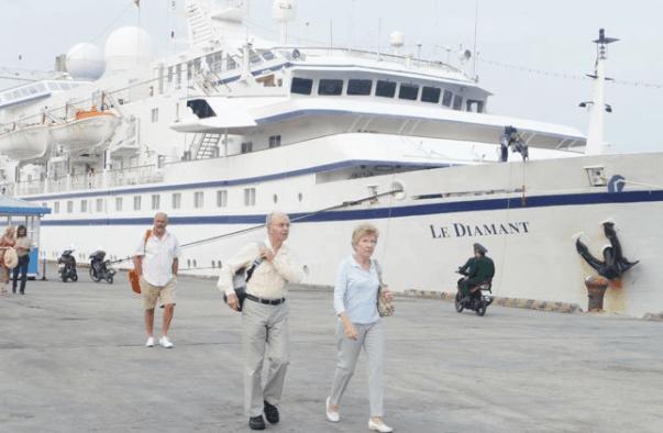 Bạn có thể lựa chọn đi du lịch bằng tàu thuyền