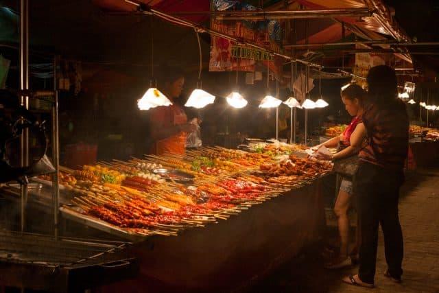 Món ăn đường phố hấp dẫn du khách (Ảnh ST)