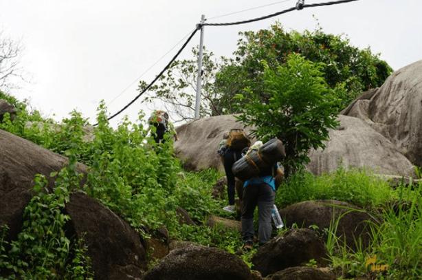 Hành trình leo núi của các bạn trẻ