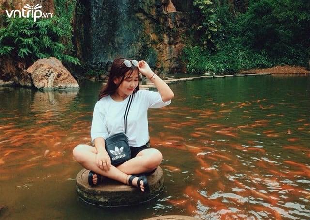 Sống ảo tại hồ Long Ẩn