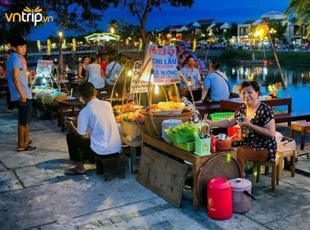 Khu phố ẩm thực bên bờ sông Hoài - nơi du khách có thể thưởng thức những món ăn đặc sản Hội An nổi tiếng (Ảnh: Sưu tầm)