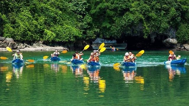 Chèo thuyền Kayak trên hồ tuyền lâm