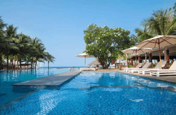 Khu bể bơi gần biển siêu đẹp tại Eden Resort