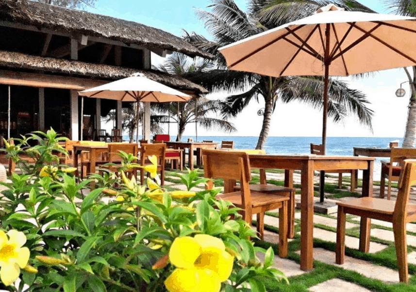 Khu nhà ăn ngoài biển tại Ancarine Beach Resort