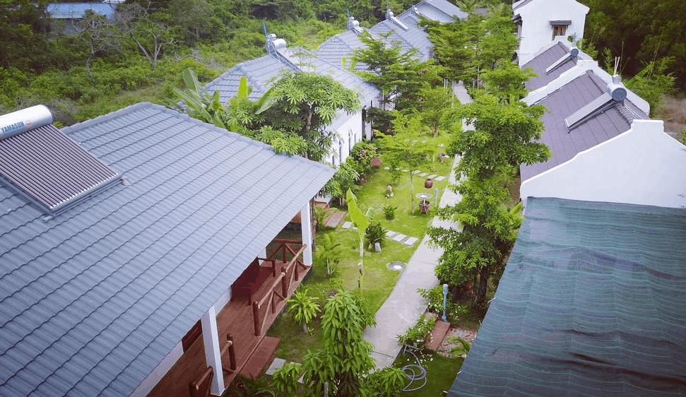 Khu nhà tại resort White Lotus có không gian xanh mát