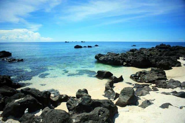 Bãi biển xinh đẹp Lý Sơn (Ảnh ST)