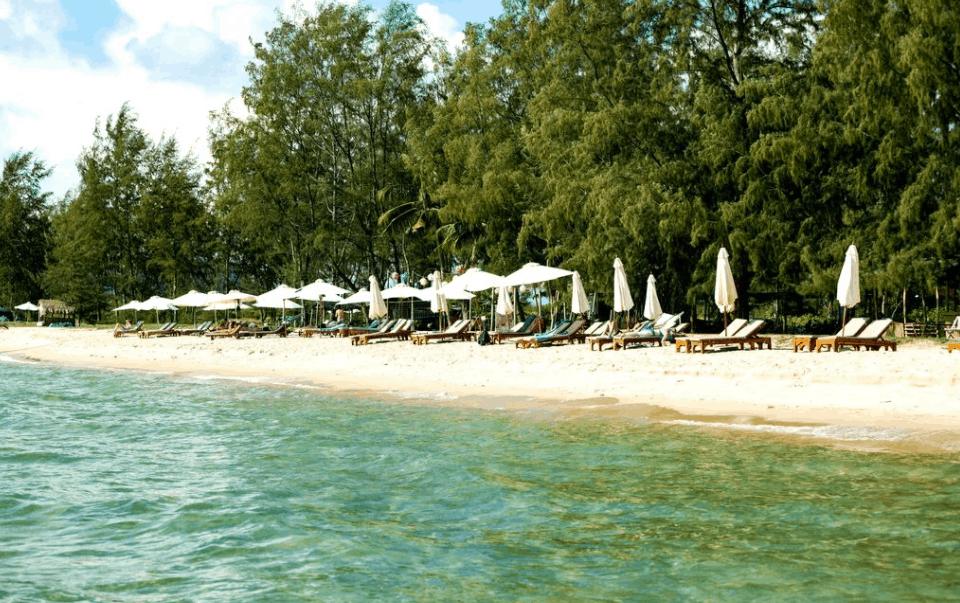 Nghỉ mát tại bãi biển Ông Lang