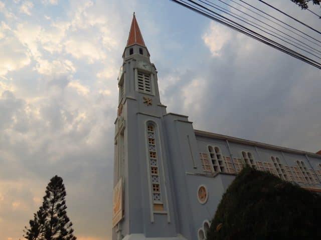 Chiều xuống ở nhà thờ Quy Nhơn (Ảnh ST)