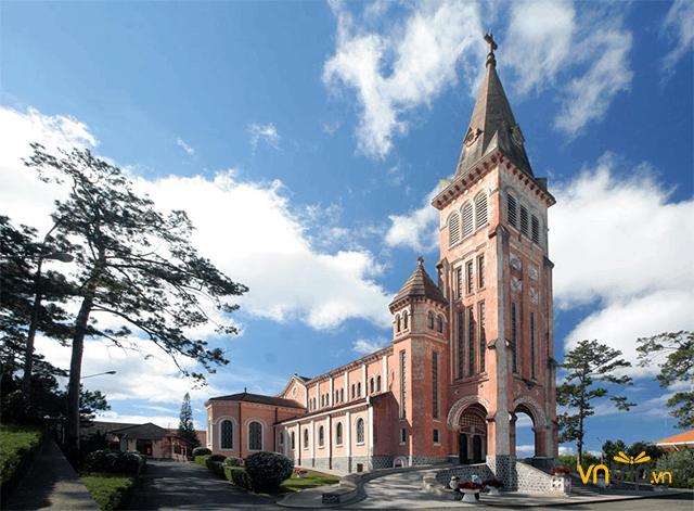 Nhà thờ con gà: Nét Âu cổ kính trong lòng Đà Lạt