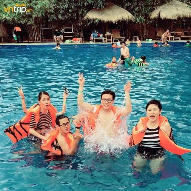 Vui chơi thỏa thích tại làng tre Việt