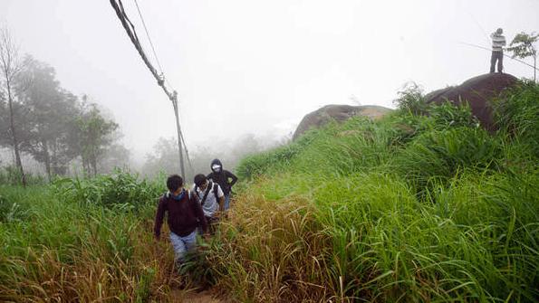Núi Chứa Chan được bảo phủ bởi làn sương mờ ảo