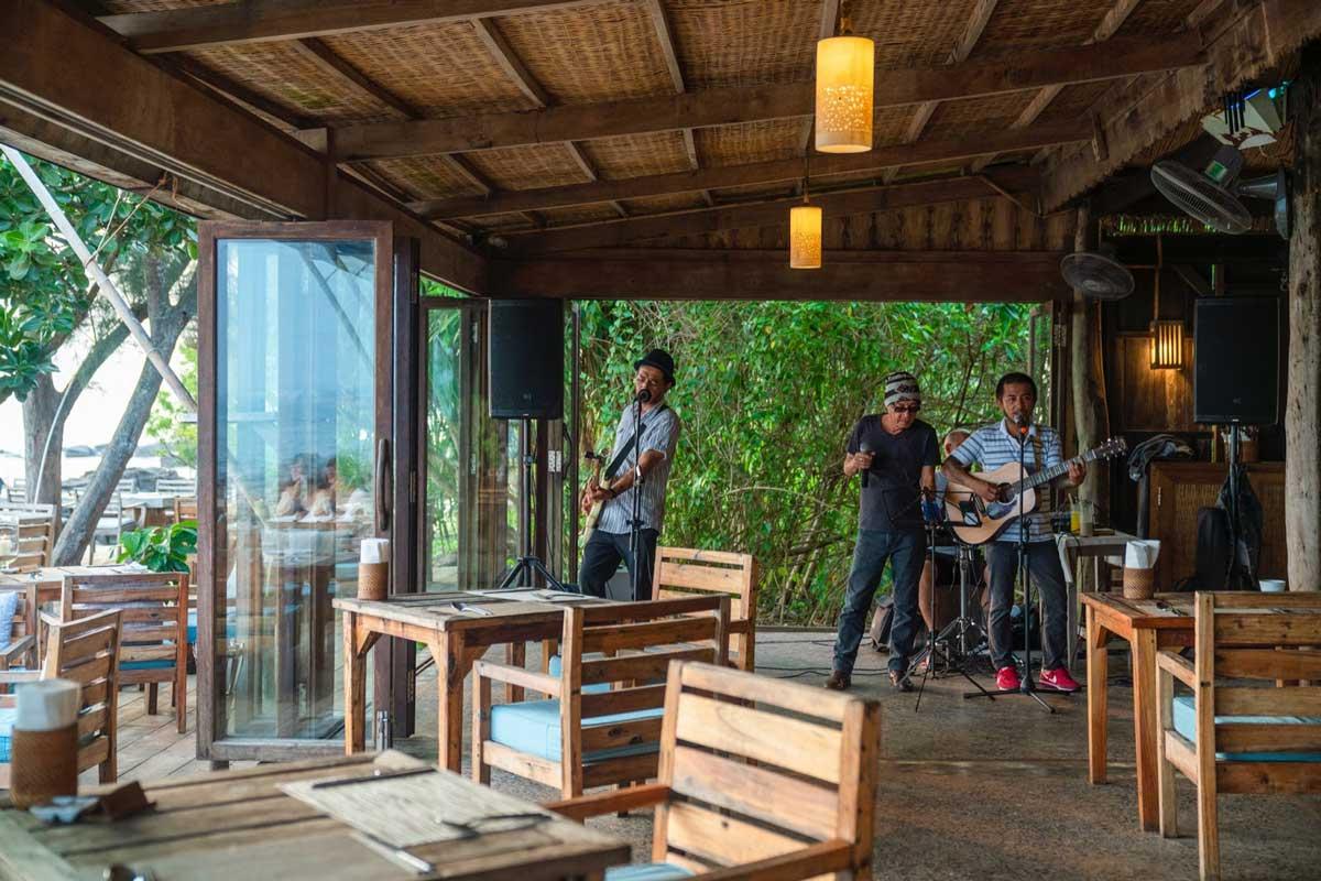 Nhà hàng On The Rock - Mango Bay Resort