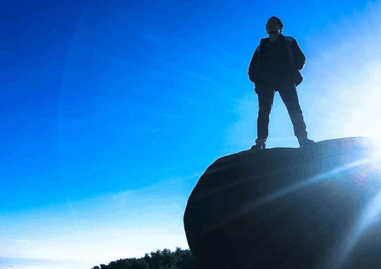 Phiến đá sống ảo trên núi Chứa Chan