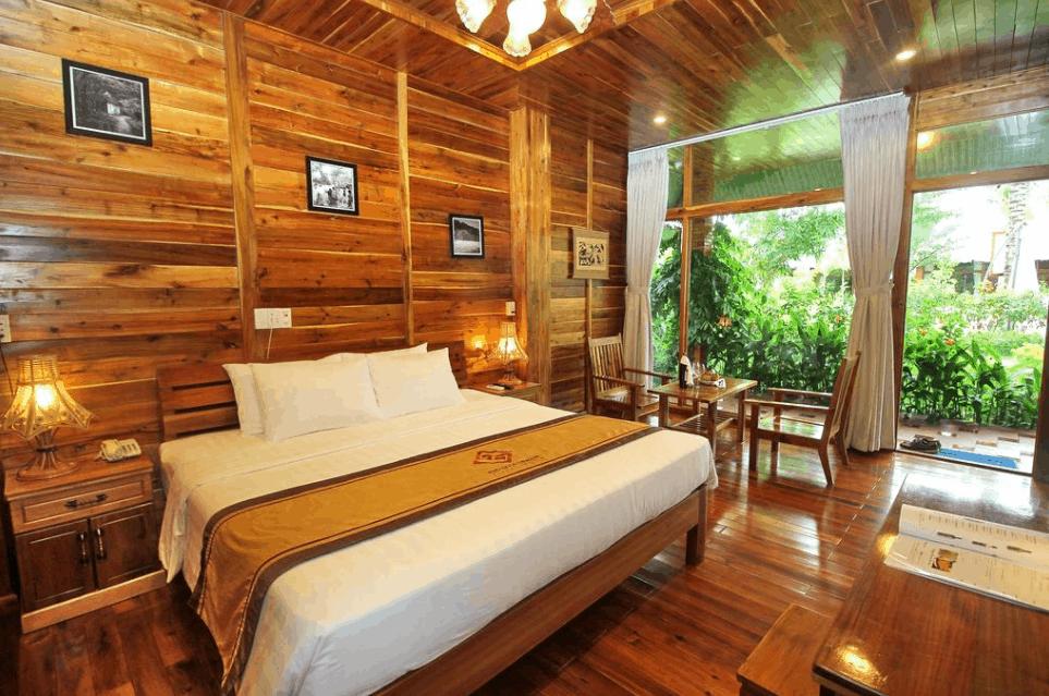 Phòng nghỉ được trang trí bằng gỗ thiên nhiên