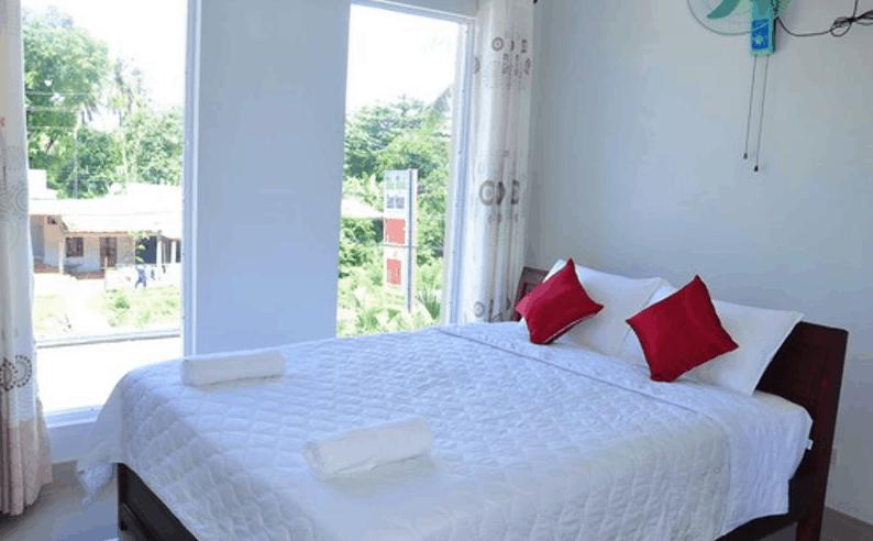 Phòng nghỉ tại khách sạn Tài Phong Tiến rộng rãi, thoáng mát
