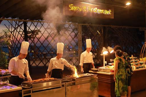 Nhà hàng Sunset Sanato