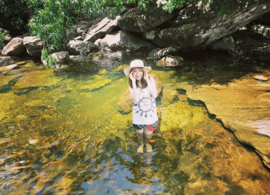 Suối đá bàn là điểm chụp ảnh lý tưởng dành cho du khách