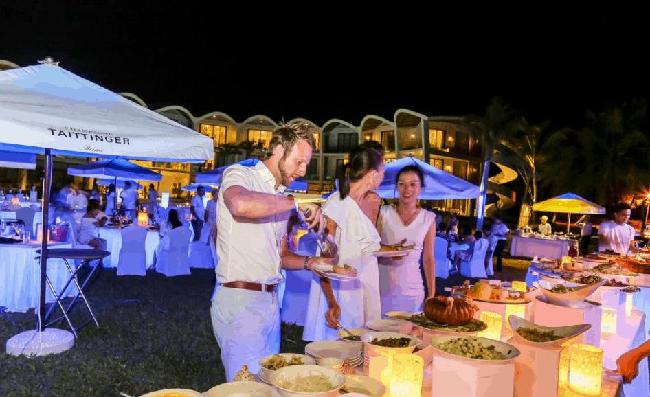 Thưởng thức bữa tiệc ẩm thực tại The Shells Resort