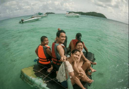 Trải nghiệm các hoạt động vui vẻ trên biển