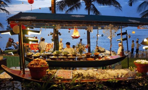 Thưởng thức ẩm thức bên cạnh bờ biển lãng mạng