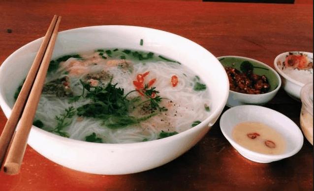 Thưởng thức bún quậy Phú Quốc