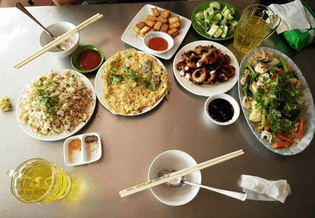 Thưởng thức đồ ăn tươi ngon tại quán Cô Nên