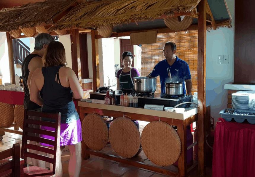 Thưởng thức những món ăn truyền thống tại Vela Resort