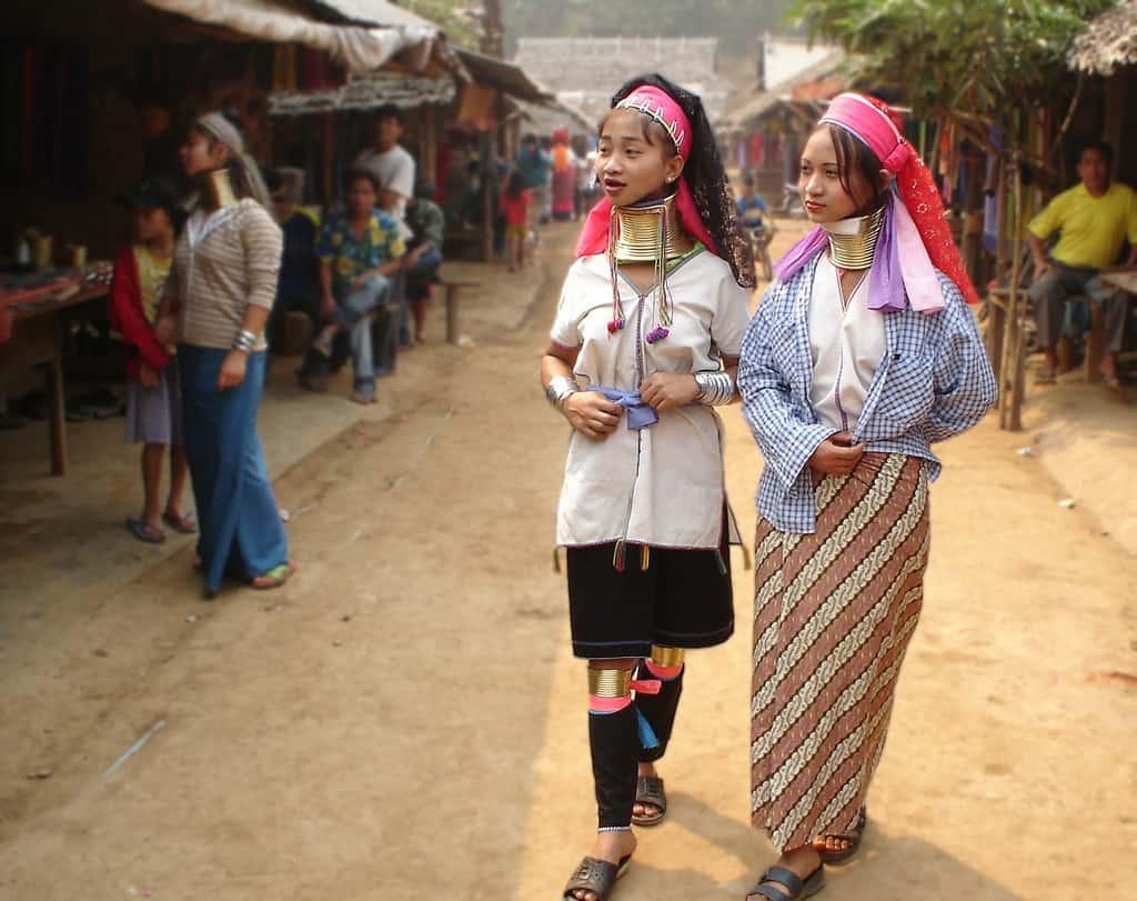 Ghé thăm dân tộc cổ dài trong chuyến du lịch Chiang Mai (Ảnh ST)