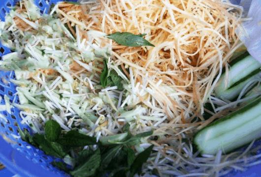 Một số nguyên liệu trong tô bún kèn Phú Quốc