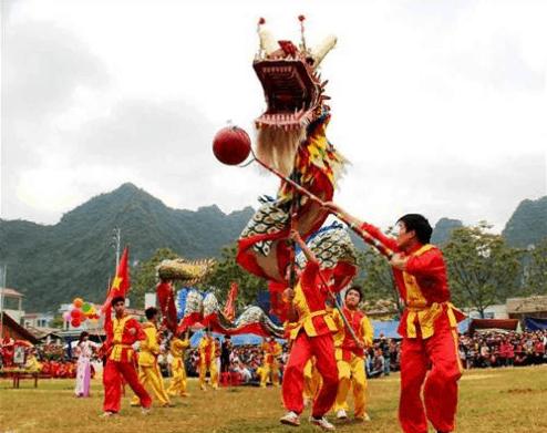 Vui chơi và tham gia vào các lễ hội ngày Tết