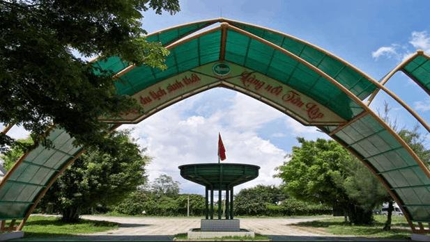 Cổng chào khu du lịch làng nổi Tân Lập