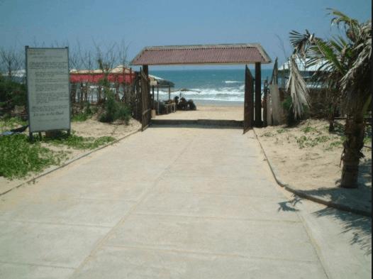 Khu du lịch nằm ngay cạnh biểna