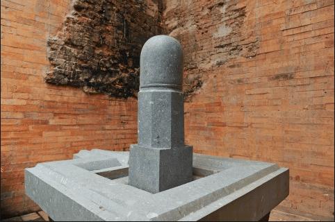 Bộ linga và yoni tượng trưng cho âm dương
